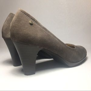 Bass & Co taupe suede classic pumps